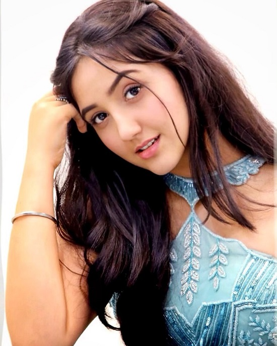 Ashnoor Kaur Contact Address, Phone Number, Whatsapp Number, Email ID, Website 35
