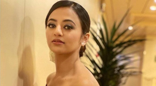 Helly Shah Contact Address, Phone Number, Whatsapp Number, Email ID, Website 21