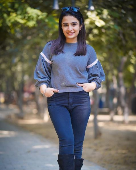 Kirti Mehra (Youtuber) Contact Address, Phone Number, Whatsapp Number, Email ID, Website 25