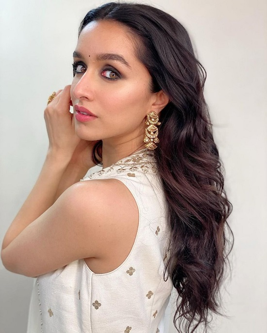Shraddha Kapoor Contact Address, Phone Number, Whatsapp Number, Email ID, Website 38