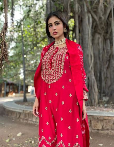 Mouni Roy Contact Address, Phone Number, Whatsapp Number, Email ID, Website 5