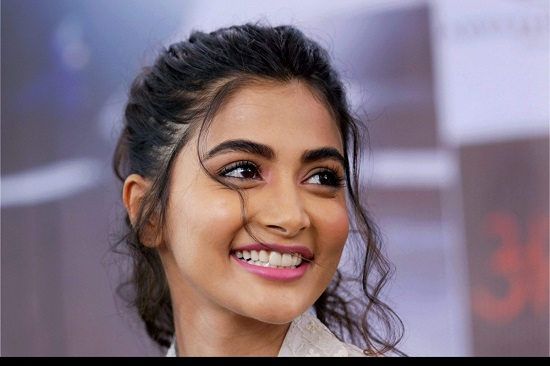 Pooja Hegde Contact Address, Phone Number, Whatsapp Number, Email ID, Website 22