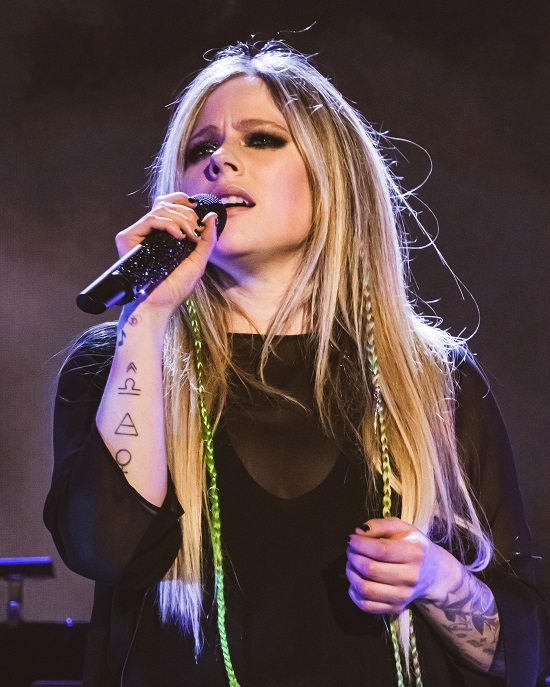 Avril Lavigne Contact Address, Phone Number, Whatsapp Number, Email ID, Website 34