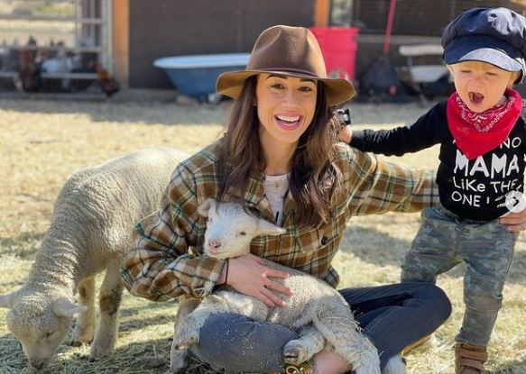 Colleen Ballinger Contact Address, Phone Number, Whatsapp Number, Email ID, Website 17