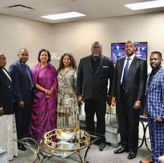Bishop T.D. Jakes Contact Address, Phone Number, Whatsapp Number, Email ID, Website 12