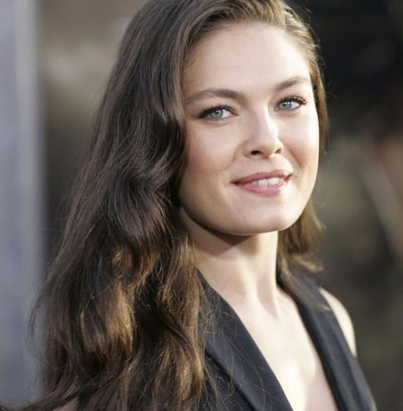 Alexa Davalos Contact Address, Phone Number, Whatsapp Number, Email ID, Website 17