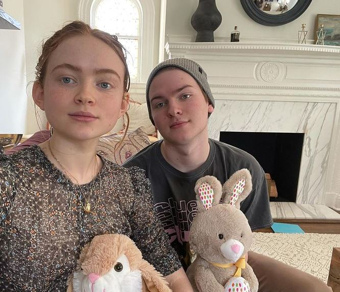 Sadie Sink Contact Address, Phone Number, Whatsapp Number, Email ID, Website 13