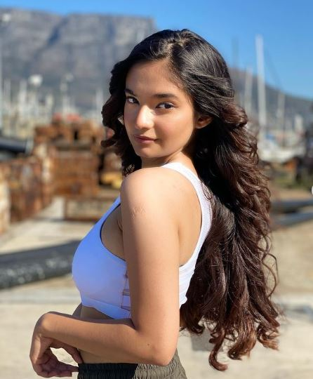 How to Meet Anushka Sen Personally and Face to Face 5