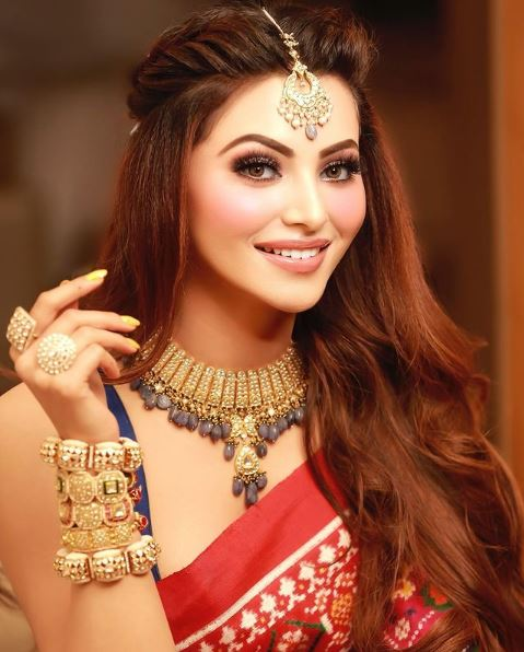 How to Meet Urvashi Rautela Personally and Face to Face 5