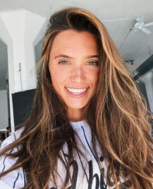 Hannah Meloche Contact Address, Fanmail Address, Phone Number, Whatsapp Number, Email ID, Website 12