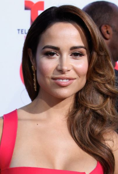 Zulay Henao Contact Address, Phone Number, Whatsapp Number, Fanmail Address, Email ID, Website 9
