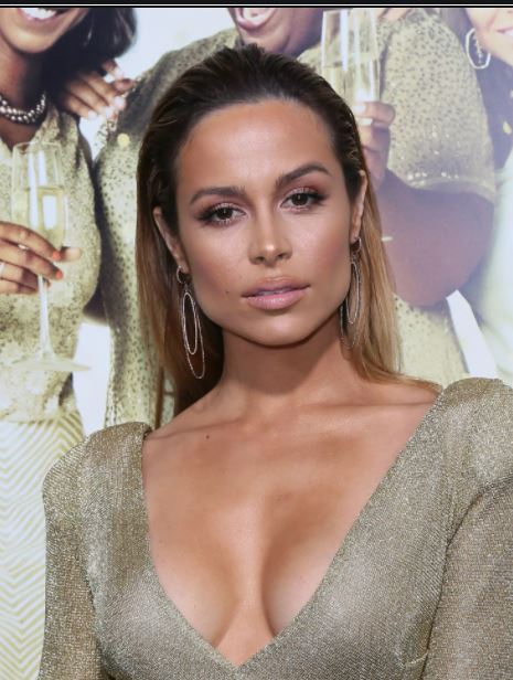 Zulay Henao Contact Address, Phone Number, Whatsapp Number, Fanmail Address, Email ID, Website 12