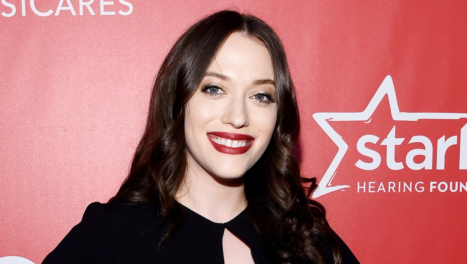 Kat Dennings Contact Address, Phone Number, Whatsapp Number, Fanmail Address, Email ID, Website 9