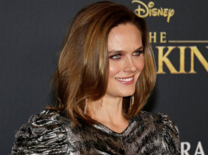 Emily Deschanel Contact Address, Phone Number, Whatsapp Number, Fanmail Address, Email ID, Website 12