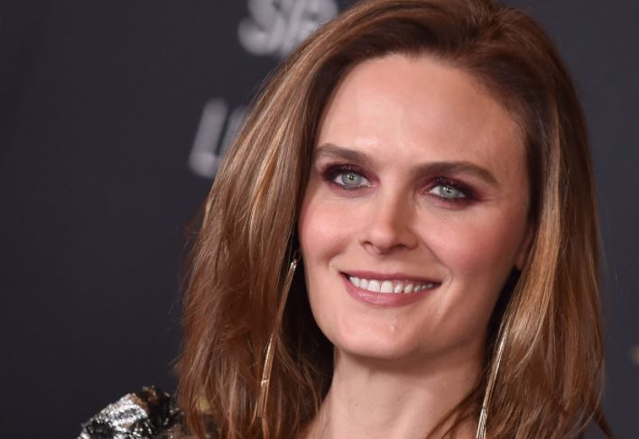 Emily Deschanel Contact Address, Phone Number, Whatsapp Number, Fanmail Address, Email ID, Website 11