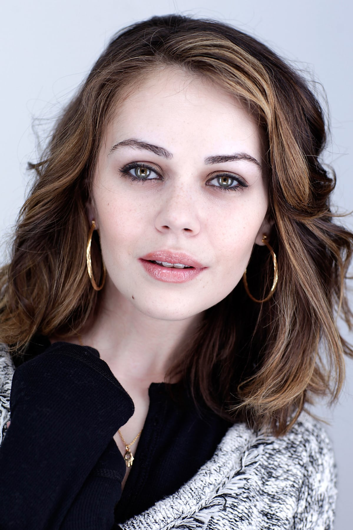 Alexis Dziena Contact Address, Phone Number, Whatsapp Number, Fanmail Address, Email ID, Website 11