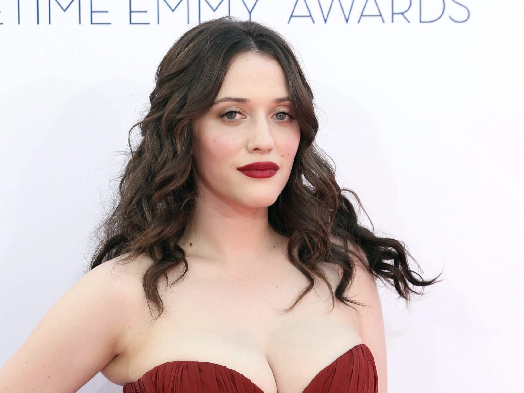 Kat Dennings Contact Address, Phone Number, Whatsapp Number, Fanmail Address, Email ID, Website 11