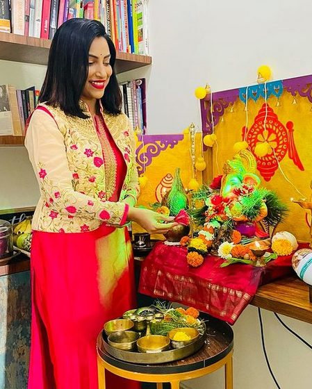 Kranti Redkar Contact Address, Phone Number, Whatsapp Number, Fanmail Address, Email ID, Website 12
