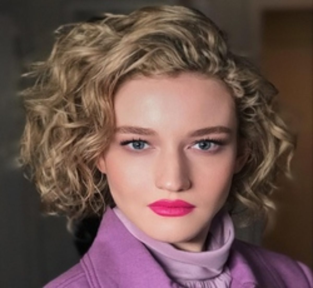 Julia Garner Contact Address, Phone Number, Whatsapp Number, Fanmail Address, Email ID, Website 11